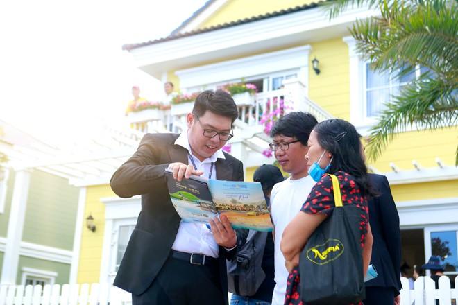 Khách hàng rất quan tâm tới các sản phẩm second home tại NovaWorld Phan Thiet ngay cả buổi trưa