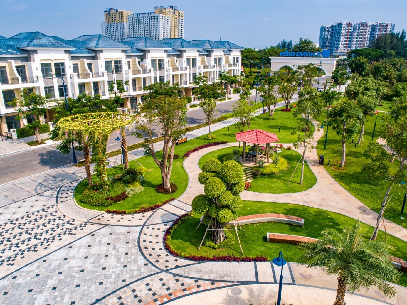 Dự án nhà liên kế và biệt thự sang trọng Verosa Park gồm 296 căn hiện đang bàn giao đợt 1 cho cư dân.