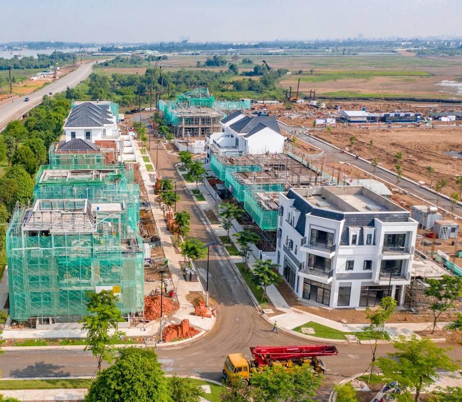 các căn biệt thự đang dần hoàn thiện tại Aqua City