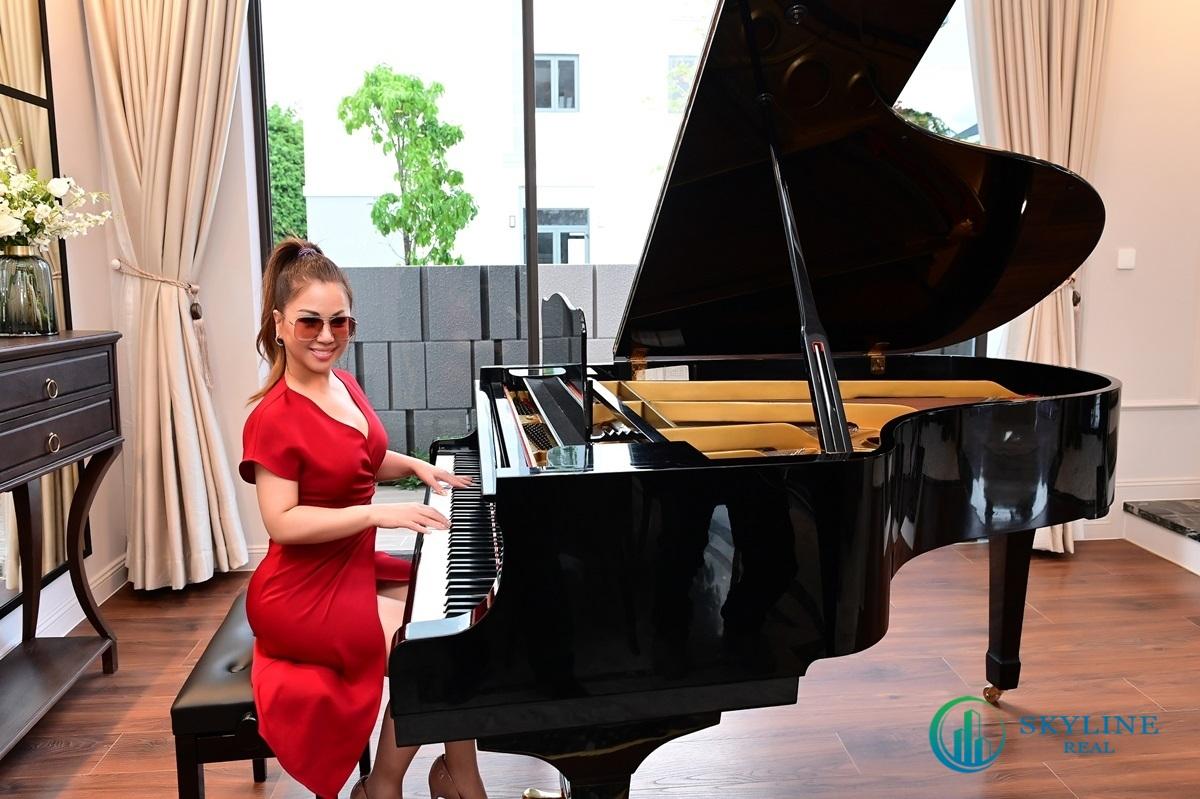 Ca sỹ Minh Tuyết trải nghiệm khu Grand Piano