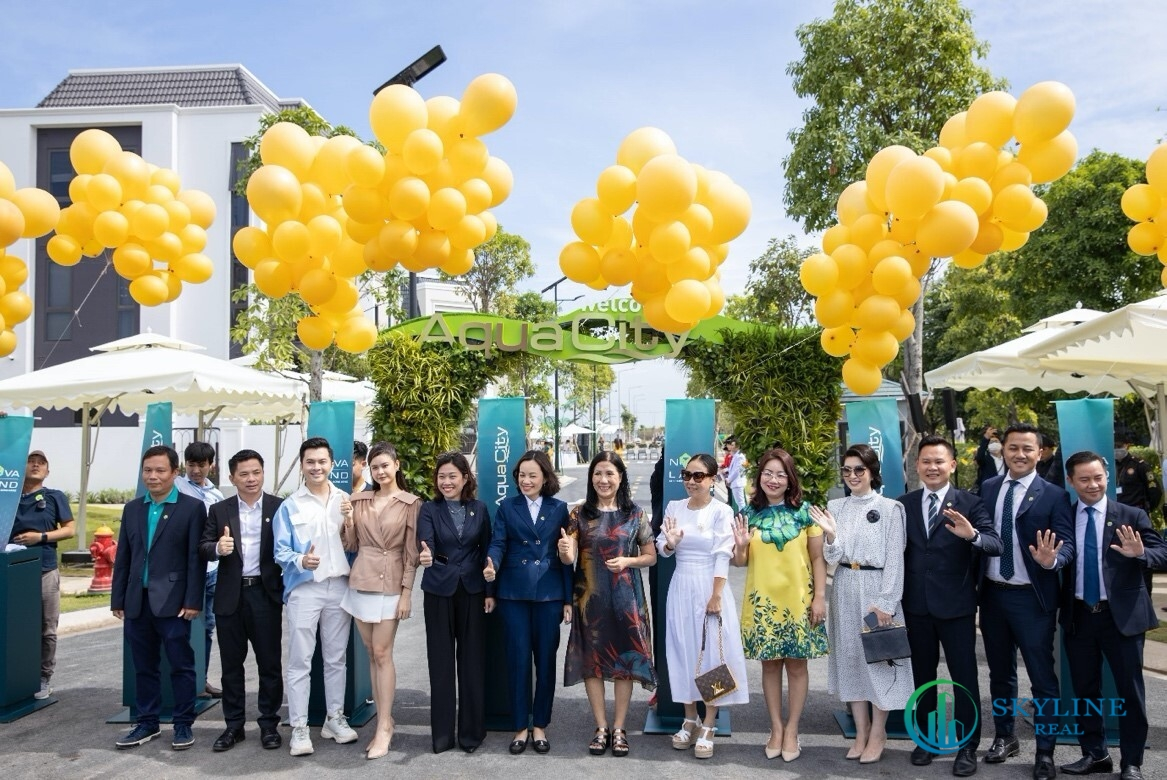 Khách hàng tham gia buổi sự kiện ra mắt khu biệt thự mẫu tại Aqua City