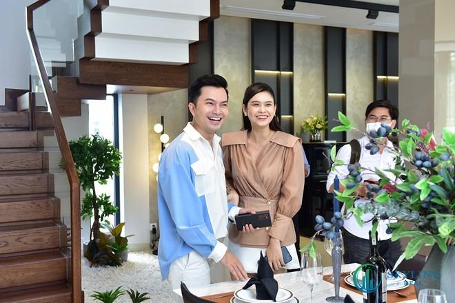 Trương Quỳnh Anh và Nam Cường tỏ ra phấn khích trước không gian của Aqua City