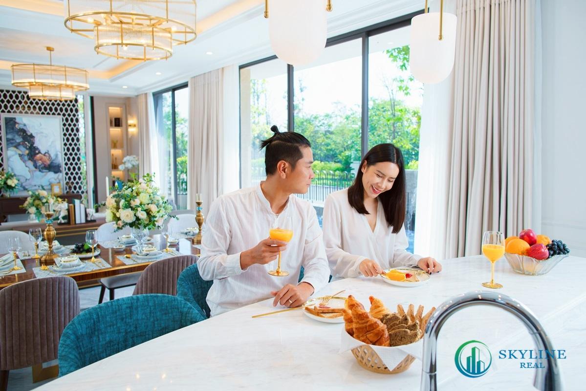 Khi có thời gian, vợ chồng Lưu Hương Giang thường vào bếp chuẩn bị bữa ăn cho gia đình.