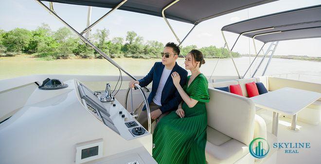 Vợ chồng đạo diễn Victor Vũ trải nghiệm thiên nhiên sông nước tại đô thị đảo Phượng Hoàng, Aqua City