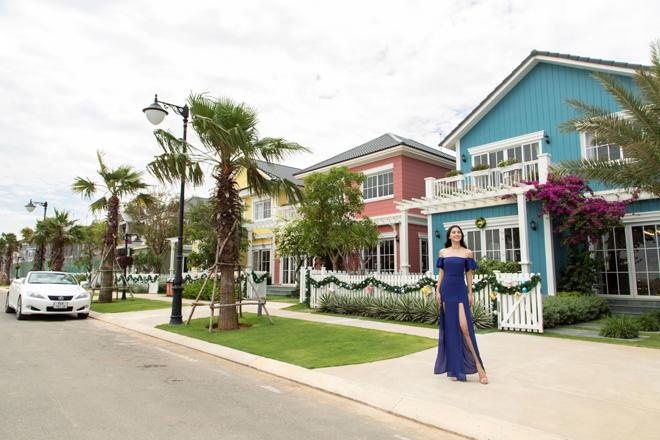 Hoa hậu Tiểu Vy check in tại Biệt thự mẫu Florida bên phố biển Phan Thiết