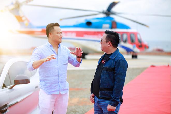 Diễn viên Chi Bảo đáp trực thăng tới NovaWorld Phan Thiet.