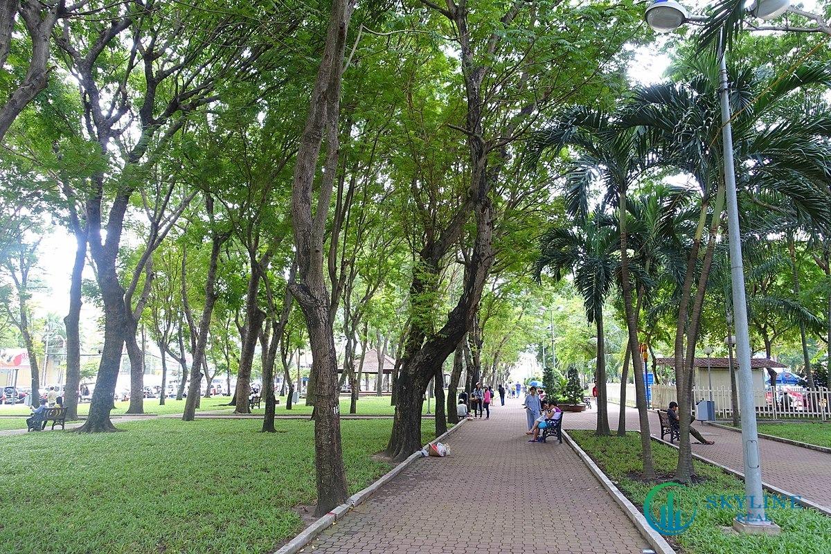 Ritz Carlton Saigon đối diện Công viên 23 – 9 về phía Tây