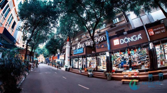 Đường sách Nguyễn Văn Bình là một địa điểm tụ họp cuối tuần được giới trẻ yêu thích