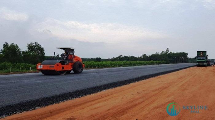 Các gói thầu dự án đã hoàn thành 10% khối lượng công việc, nhiều đoạn cao tốc đang đã thi công cấp phối đá dăm