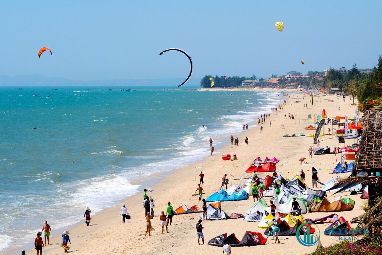 Những vùng biển nhiệt đới xinh đẹp, khí hậu ôn hòa như Phan Thiết luôn là lựa chọn nghỉ dưỡng hàng đầu của khách du lịch trong nước và ngoài nước.